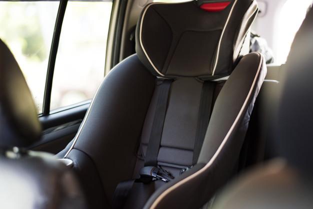 fotelik dla dziecka w samochodzie