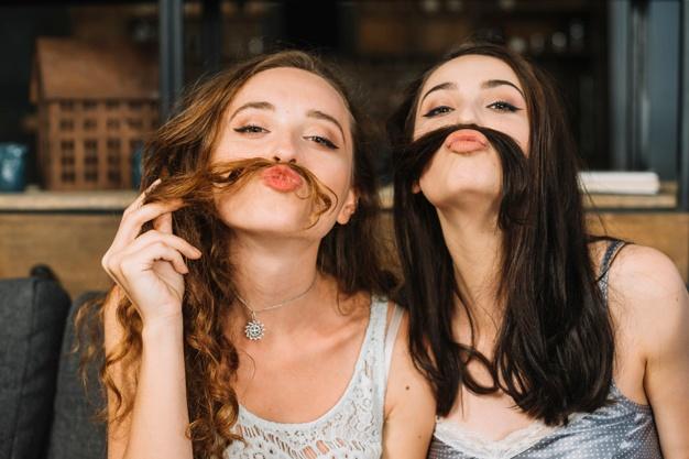 kobiety z włosami zamiast wąsów