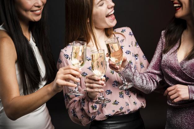 kobiety swietuja nowy rok