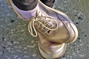 zlote sneakersy
