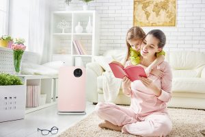 oczyszczacz-powietrza-klarta-forste-2-rose-w-pokoju