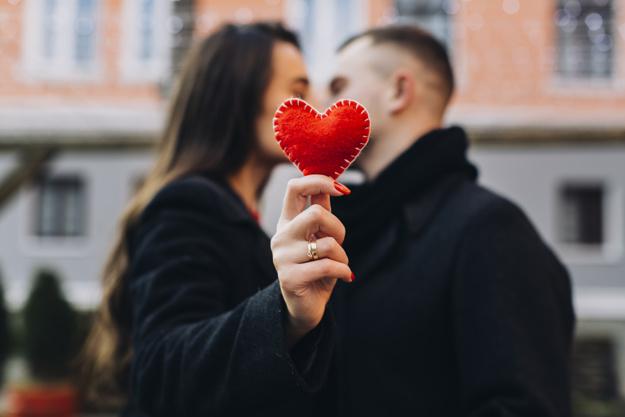 kochajaca sie para mezczyzna i kobieta