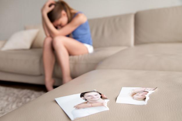 kobieta cierpi po rozstaniu