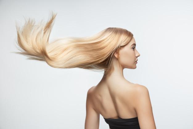 blondynka z pieknymi wlosami