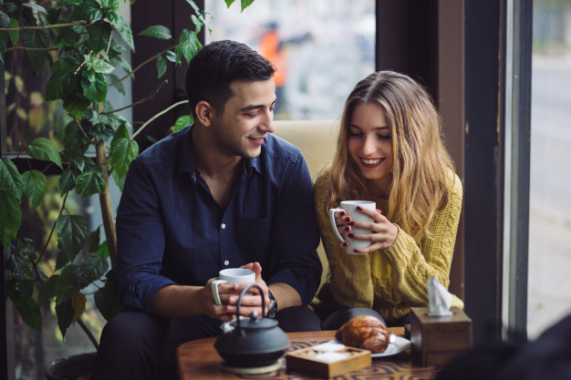 kobieta i mezczyzna na randce