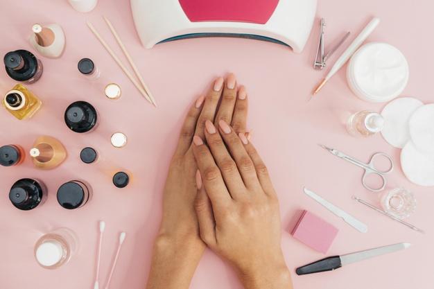 zmywanie paznokci
