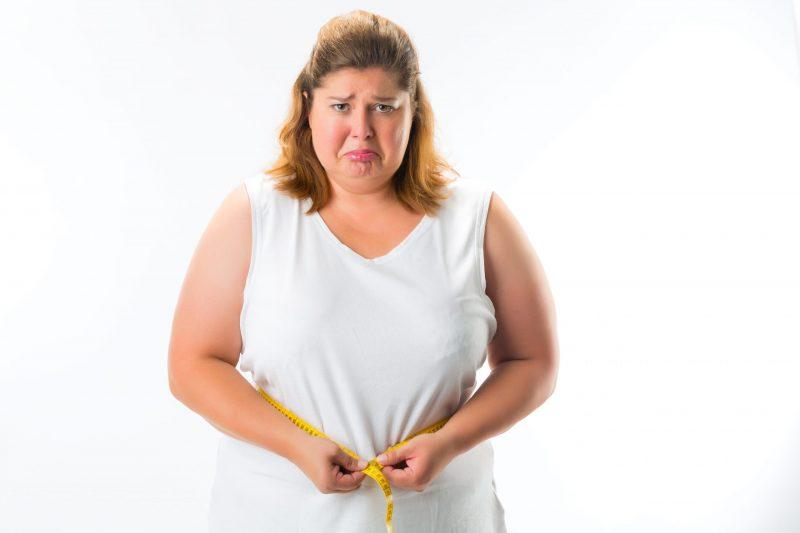 smutna gruba kobieta