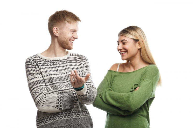kobieta i mezczyzna rozmawia